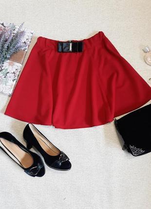 Красивая юбка красного цвета м