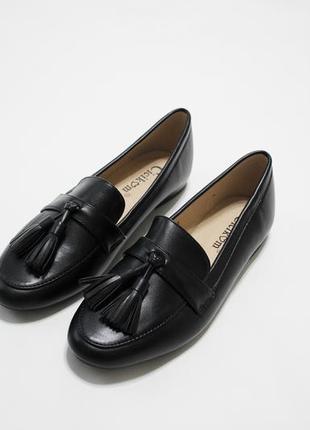 Женские черные туфли (лоферы, мокасины) с кисточками