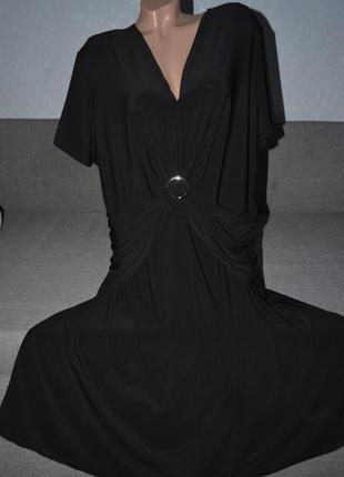 Строгое черное платье батального размера