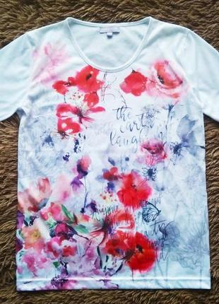 Белая футболка в цветочный принт