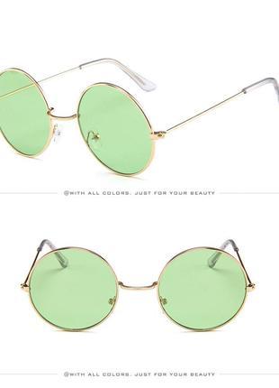Круглые очки от солнца с тонкой золотой оправой и дымчатой зеленой линзой