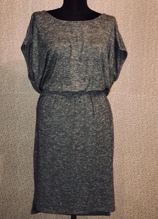 Красивое модное платье с открытой спиной