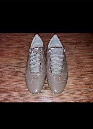 Кожаные лакированные  кроссовки geox 37 р