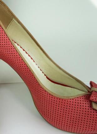 Бежевые  туфли  натуральна кожа  на каблуке fabio fabrizi