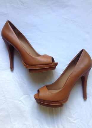 Кожаные туфли на каблуке stradivarius