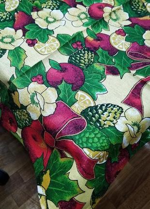 Скатерть яркая с бантами и фруктами. в наличии.