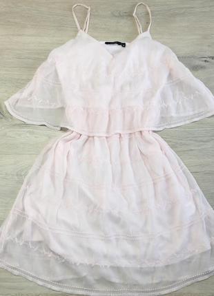 Нежное платье с воланами