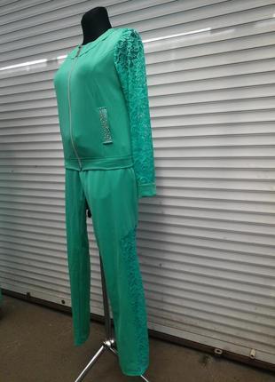 Оригинальный модельный спортивный костюм  размер l - xl