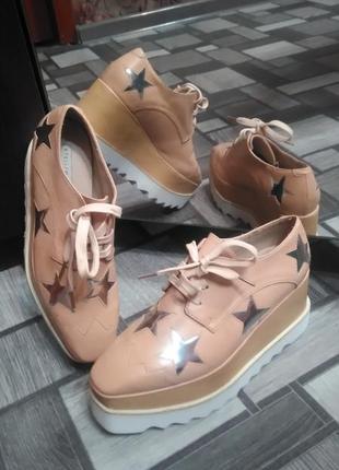 Кожаные кроссовки, новые, не ношены, нежно пудрового цвета, заводской брак