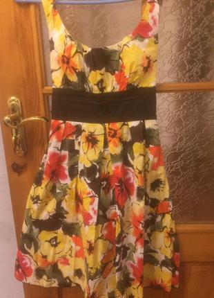Летнее платье с цветами