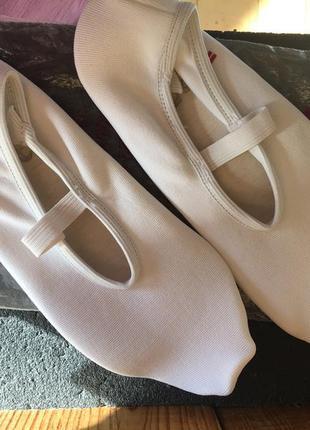 Iwa gymnastics новые гимнастические женские чешки с прорезиненном подошвой.