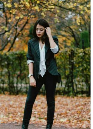 Стильный приталенный пиджачек в полоску,размер s-m