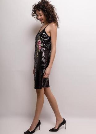 Миди платье в пайетки с аппликацией