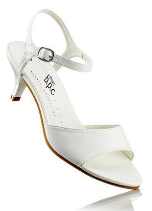 Удобные белые босоножки немецкого бренда bonprix 39 размер средний каблук