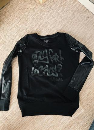 Чёрная кофрта з кожаными рукавами