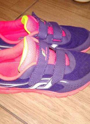 Фирменные кроссовки 34 р pro touch