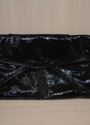 Черный лакированный клатч