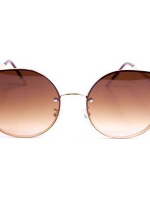 Солнцезащитные очки в оригинальной оправе