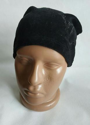 Черная весенняя шапка бархатная велюровая