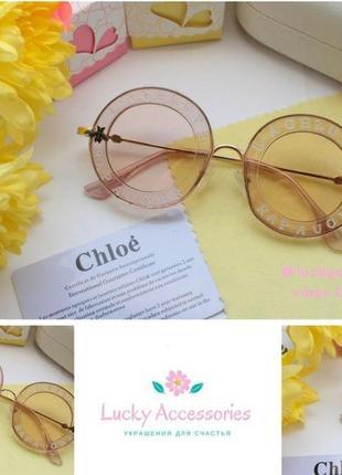 Круглые очки в розовом цвете