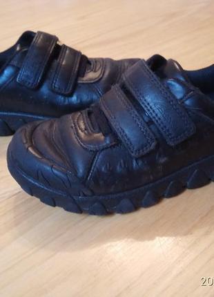 Якісні шкіряні черевички на липучках