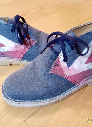 Стильні шкіряні черевички туфельки
