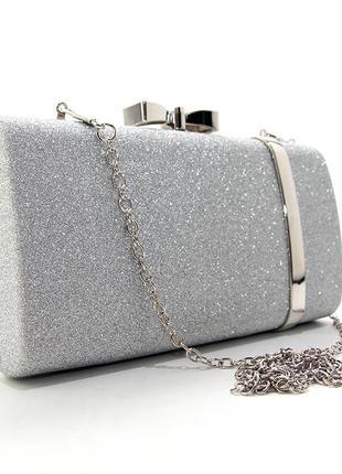 Серебристая вечерняя сумка-клатч бокс на цепочке с блестками