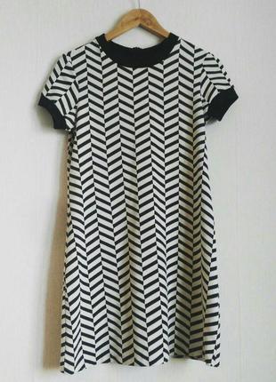 Очень стильное фирменное платье