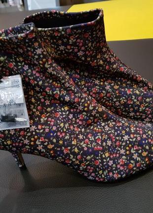 Ботильоны стрейчевые в цветы, ботинки zara
