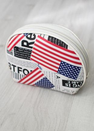 Маленькая новая косметичка с надписами и американским флагом