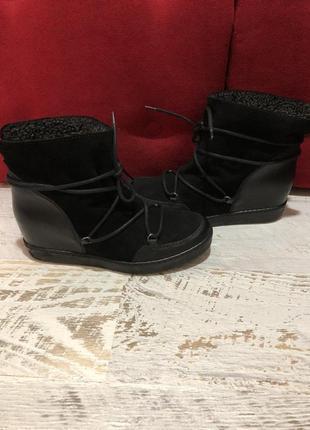 Новые натуральные фирменные ботинки на овчине 37,40р.