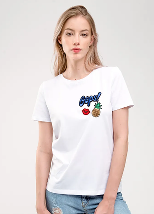 Трендовая футболка с яркими нашивками от gee!