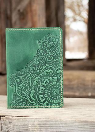 Обложка на паспорт кожаная женская зеленая с орнаментом цветочный сад