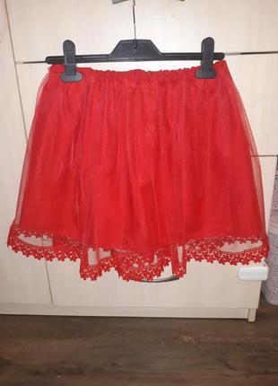 Красная пышная юбка с фанитом нарядная