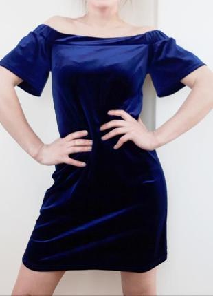 Бархатное платье с открытыми плечами велюровое платье