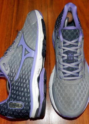 Mizuno wave! оригинальные, яркие, легкие и удобные беговые кроссовки