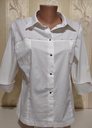 Белоснежная блуза, рубашка с коротким рукавом.