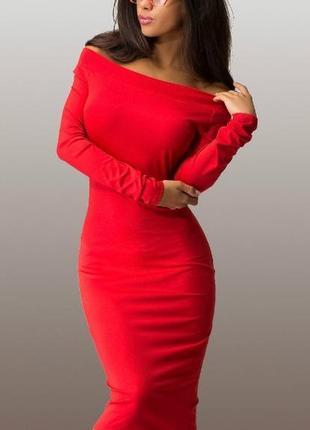 Красивое платье  красного цвета скидка