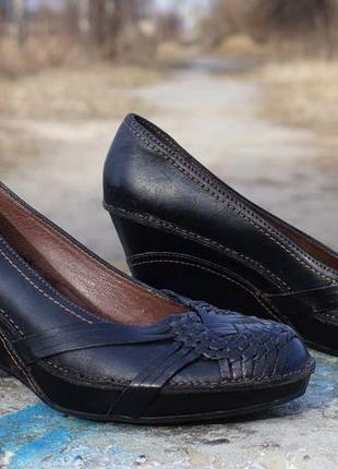 Шкіряні туфлі clarks  artisan collection