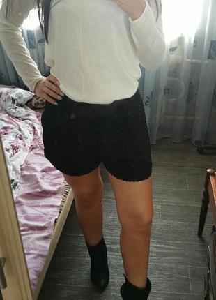 Нарядные черные шортики размер м