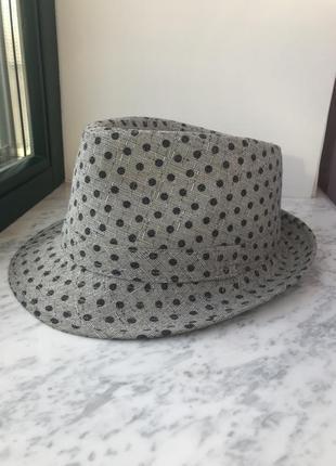 Серая в горошек шляпка