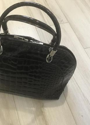 Кожаная итальянская сумка лаковая