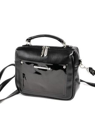 Маленькая черная сумка чемоданчик через плечо с лаковой вставкой