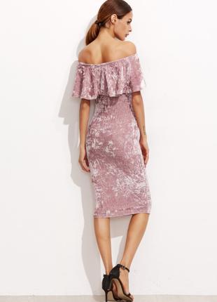 Бархатное велюровое облегающие платье с воланами с открытыми плечами