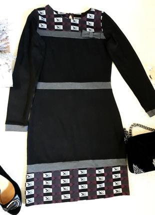 Красивое черное платье с интересным принтом