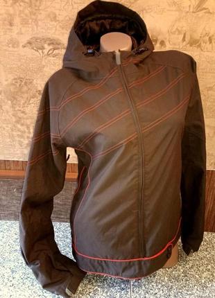 Женская спортивная  демисезонная куртка фирмы burton