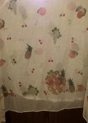 Симпатичная шторка-тюль для кухни