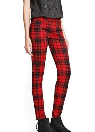 Красные джинсы-брюки в черную клетку;reserved,размер (xs)