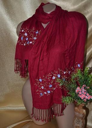 Красивый, яркий, стильный шарф с вышивкой и китичками, бахрамой