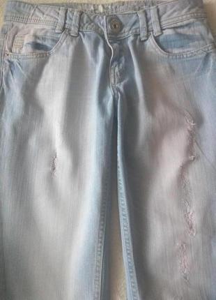 Джинсы с равным коленом4 фото